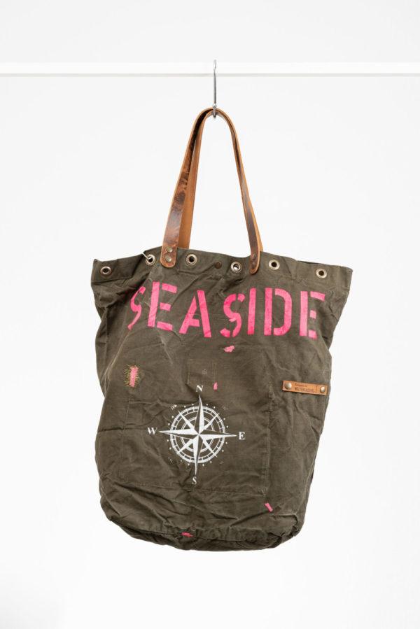 Shopper seaside